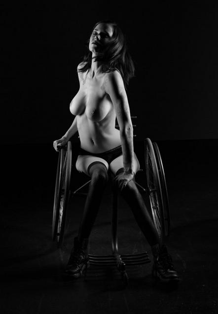 mulher-cadeirante-ft11